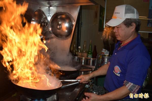 鱔魚要用大火快炒,否則肉質不Q脆。(記者張瑞楨攝)