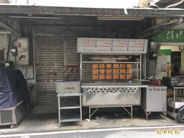 邱男經營的小吃店3天沒有營業,引起隔壁店家懷疑,家屬查看才知夫妻倆已經身亡(記者吳昇儒攝)