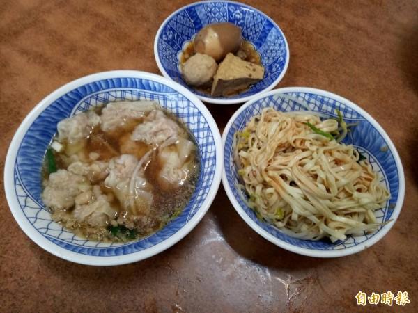 阿有麵店乾麵餛飩湯跟油豆腐、魚丸、魯蛋是店內招牌餐點。(記者張軒哲攝)