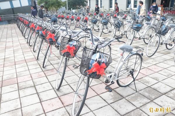 頭城鎮公所編列約94萬元經費,為鎮內262名里長,添購自行車,讓鄰長們「穿街走巷」更加便利。(記者林敬倫攝)