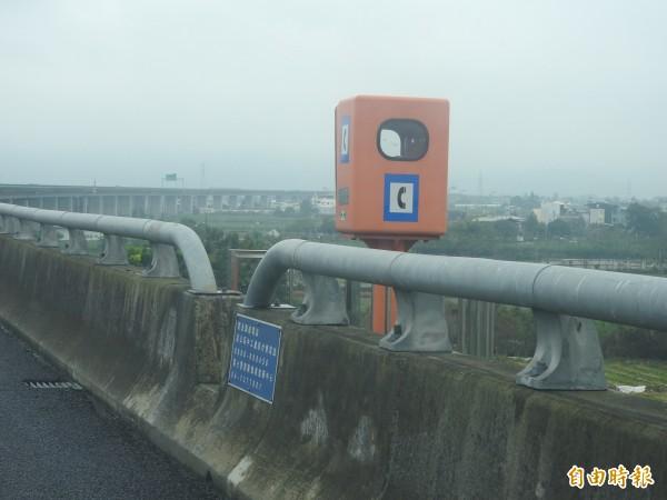 國道6號除3座隧道內的緊急電話保留,其餘今年全部拆除。(記者佟振國攝)