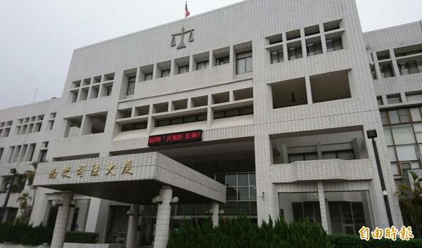 南投地檢署聲請羈押胡男獲准,其餘同夥限制住居。(記者陳鳳麗攝)