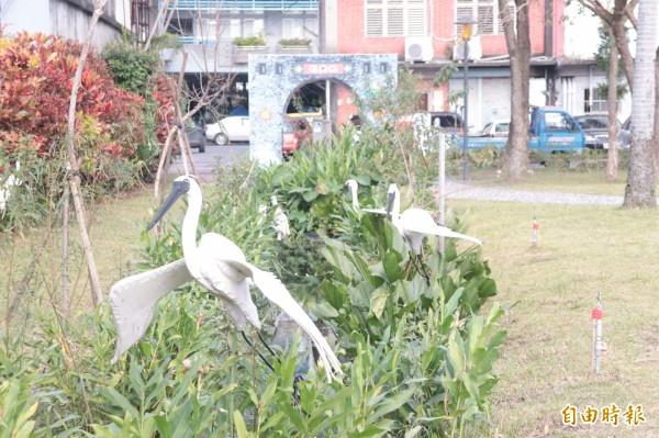 宜蘭市民權社區的中華路民權新路口的變龍園及中山路嵐峰路口2個綠美化點,分別榮獲「特優」及「優等」殊榮。(記者林敬倫攝)