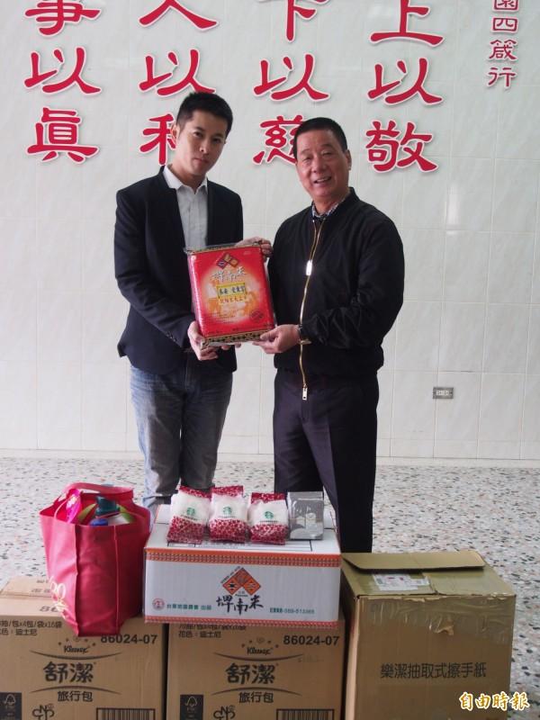 台東市公所捐贈物資給海山兒扶家園。(記者王秀亭攝)