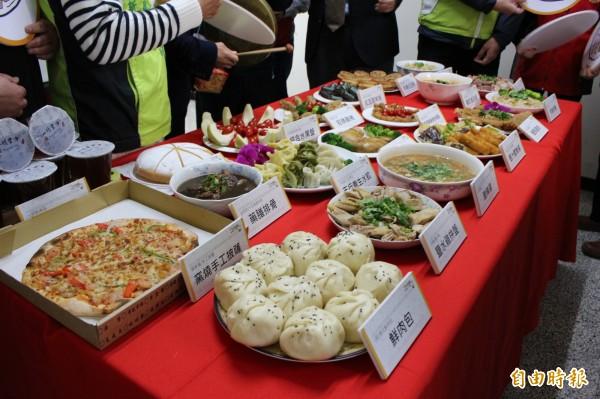 第2年舉辦的大埔商圈美食小吃宴將於1月27日晚上6點在彰化市延平公園登場,20道美食從主食到副食,從中式到西式都有。(記者張聰秋攝)