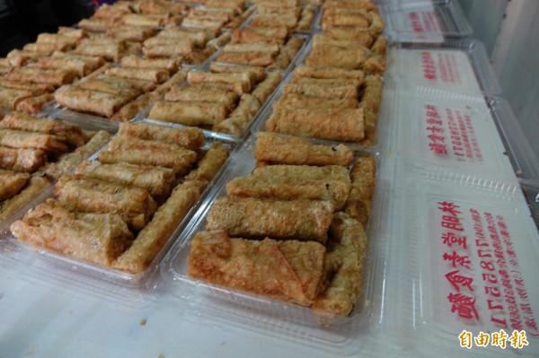 林明堂素食麵的招牌就是豆包,老饕都會指名購買。(記者劉曉欣攝)