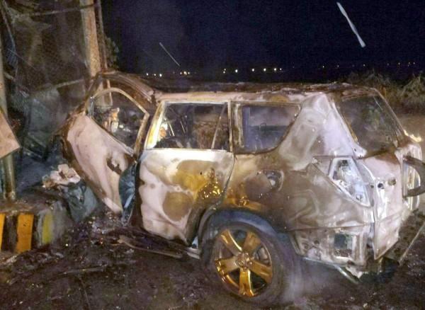 南投縣台16線集集隧道口路段發生火燒車意外,休旅車被燒到變成一堆廢鐵。(記者謝介裕翻攝)