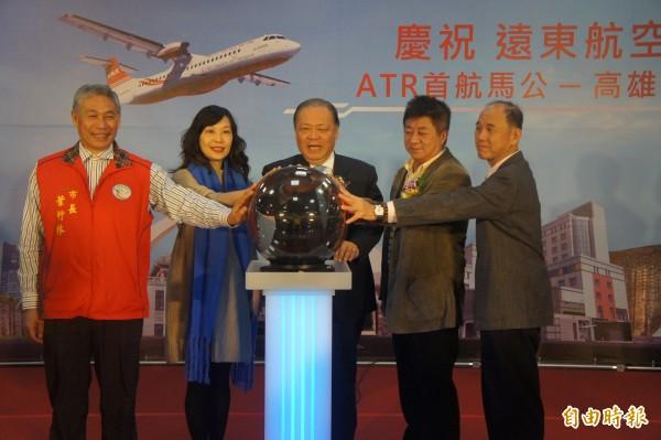 遠東ATR飛航高雄至馬公,未來離島天空成為ATR天下。(記者劉禹慶攝)