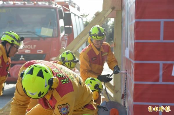 32名特搜隊員經去年底長時間的不間斷救援訓練後,已成為一支具備支援國際搜救能力的專業隊伍。(記者王峻祺攝)
