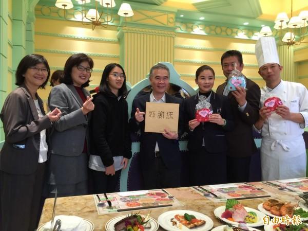 高雄林皇宮贊助公益餐會。(記者黃旭磊攝)
