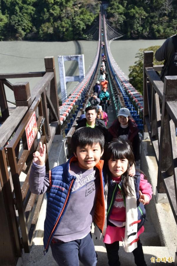 全台最長懸索橋「新溪口吊橋」啟用,小朋友也來搶鮮體驗!(記者李容萍攝)