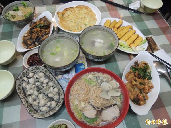 「台南鮮魚湯」希望讓北部饕客可以輕易吃到台南直送的美味海鮮。(記者周敏鴻攝)