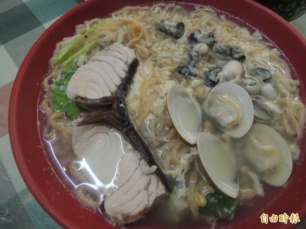 海鮮意麵湯是專為上班族設計的一人份美食。(記者周敏鴻攝)