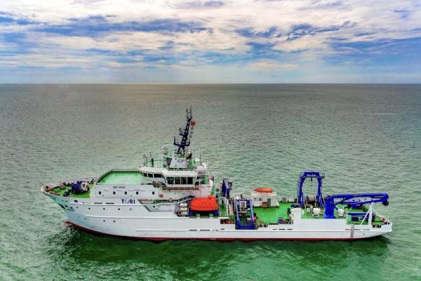 由科技部國研院籌建的海洋研究船「勵進(LEGEND)」號,今天已順利返抵台南安平港。(航港局提供)