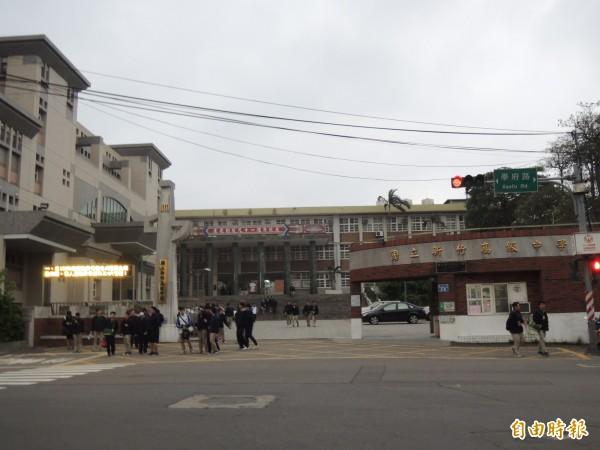新竹高中校務會議通過,廢除每週一次的朝會,未來將改由月會取代,學生都說太棒了!(記者洪美秀攝)