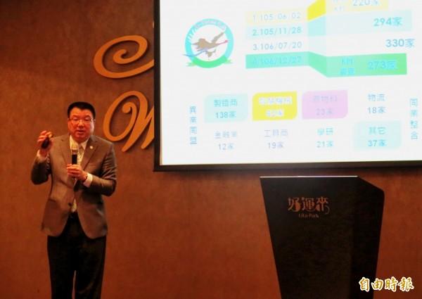 漢翔公司董事長廖榮鑫針對台灣航太產業及國防自主進行演講。(記者張菁雅攝)