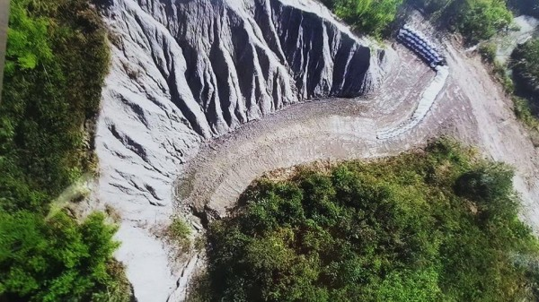 現場未開挖時的空拍圖。(記者吳俊鋒翻攝)