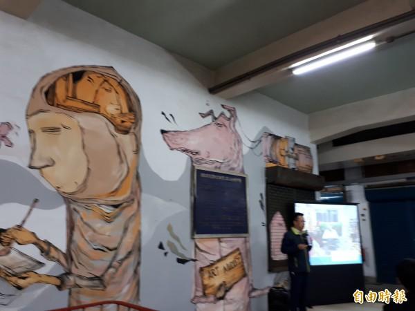 東門市場3樓的青年基地已有10名年輕人進駐,包括製作甜點、藍染、金工和球體關節人偶和各種創意設計,各具特色。(記者洪美秀攝)