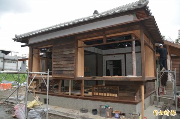 預計3月就能完工的花蓮縣定古蹟「檢察長宿舍」,樣貌還原率可達9成。(記者王峻祺攝)
