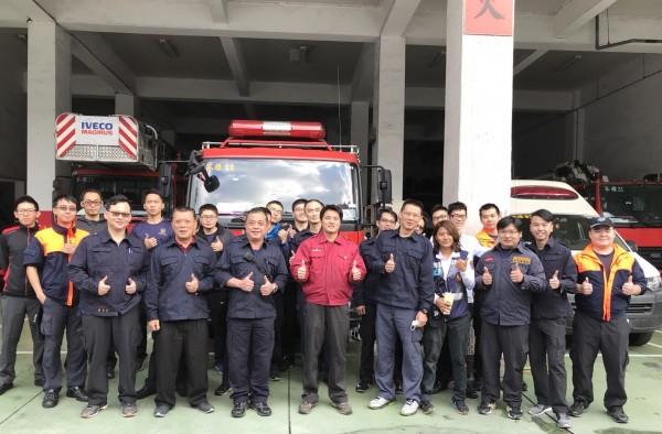 高雄市消防局苓雅分隊成立愛心基金超過30年,幫助無數弱勢貧困民眾。(圖由苓雅消防分隊提供)