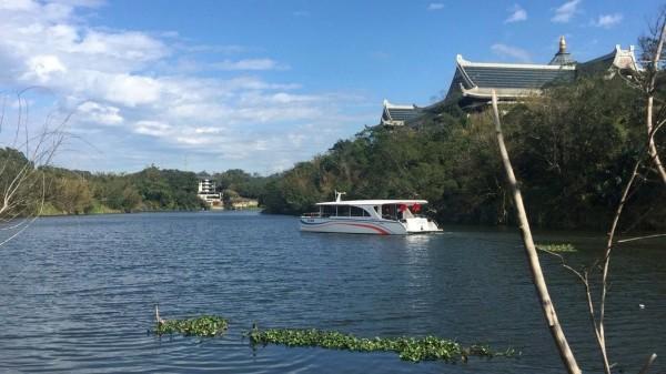 新竹縣觀光勝地峨眉湖即將推出的遊艇環湖觀光,航行路線包括天恩彌勒佛院等知名景點。(圖由峨眉鄉公所提供)