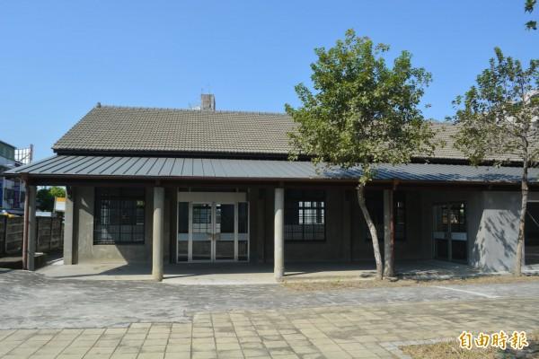 歷史建築「太平買菸場」去年完成建物整修,昨天開始進行內部裝修,預計今年7月正式對外開館。(記者陳建志攝)