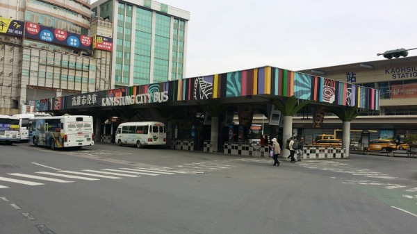 高雄火車站前公車轉運站預定2月8日拆除。(記者王榮祥翻攝)