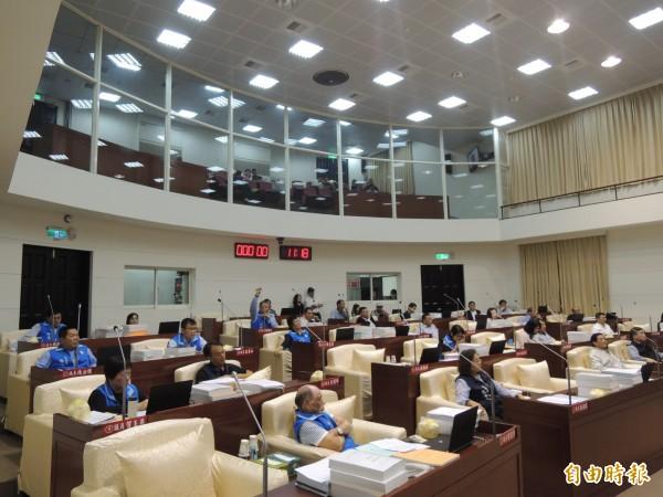 新竹市議員下屆應選34席,有藍營市議員不滿國民黨市黨部的提名方式,認為提名過半人數將打壓現任市議員,抹煞現任者的努力。照片為市議會開議情形。(記者洪美秀攝)