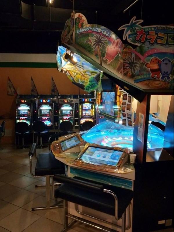 檢警查獲大批賭博電玩。(記者廖淑玲翻攝)
