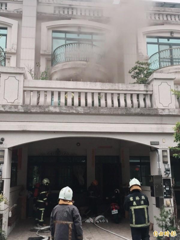 疑除濕機起火,虎尾雲頂社區一住宅傳出火災意外。(記者廖淑玲攝)