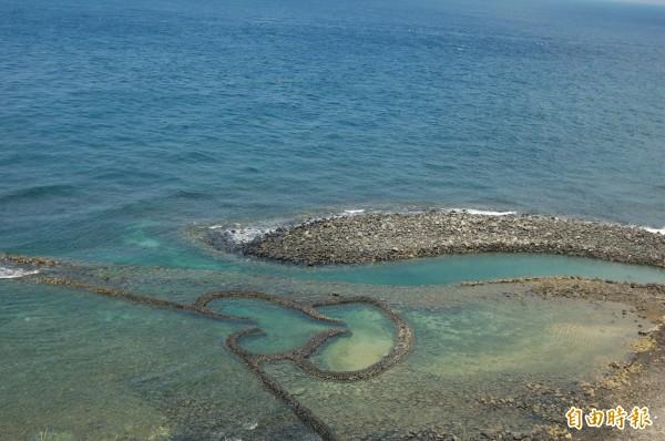 七美雙心石滬與世界最美麗海灣組織會徽相同,成為澎湖入會關鍵。(記者劉禹慶攝)