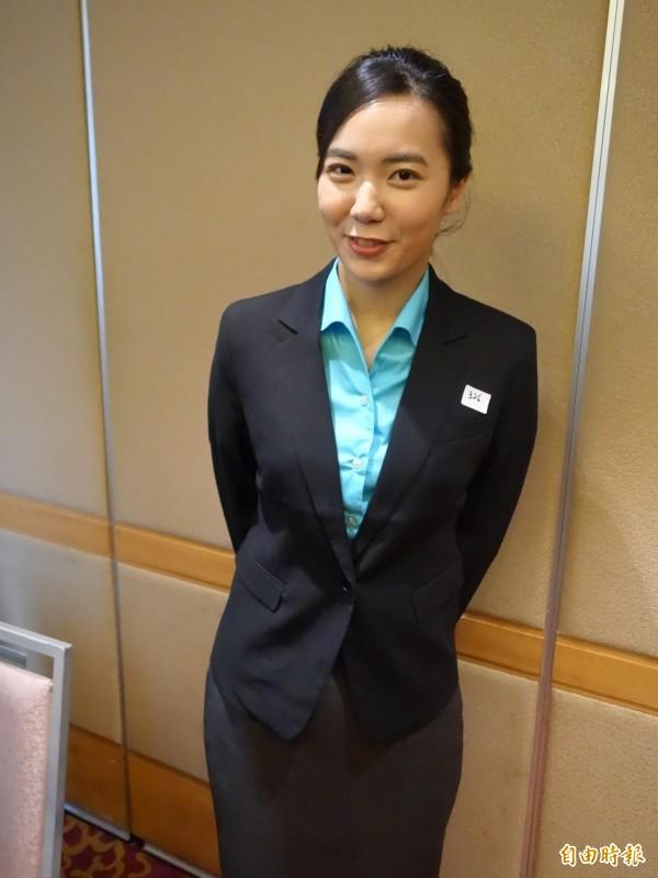 今年6月才要畢業的顧梓鈴,因小時候搭機時,看見機上空服員服裝儀容都很美,從小到大的夢想就是成為空服員。(記者鄭瑋奇攝)