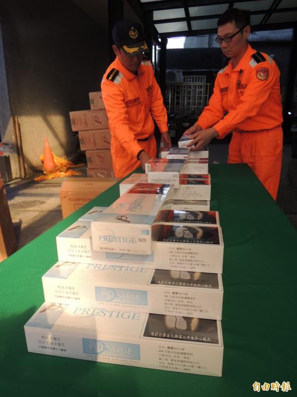 私菸外包裝印有繁體中文說明。(記者江志雄攝)