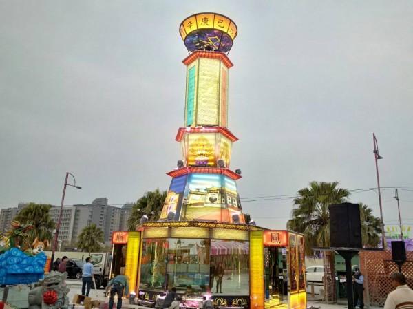 玻璃花燈「通天柱」將在今年台灣燈會閃亮登場。(台灣玻璃館提供)