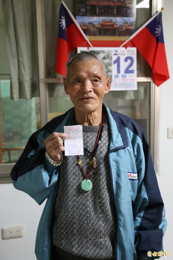 榮民伯伯王彬超暖心,捐出半年積蓄給花蓮地區災民。(記者邱芷柔攝)