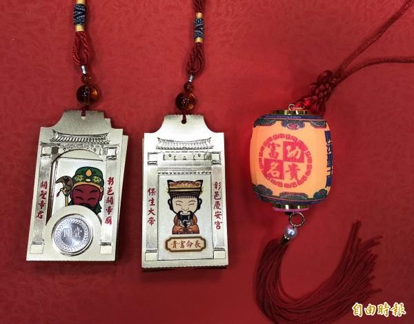 彰化市慶安宮健康招財錢母掛飾與威惠宮聖王廟功名富貴燈外觀精美,值得珍藏,數量有限。(記者湯世名攝)