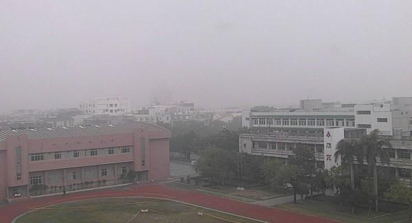 台南市環保局提醒,預計台南地區在過年期間空氣品質容易不佳。(記者邱灝唐翻攝)