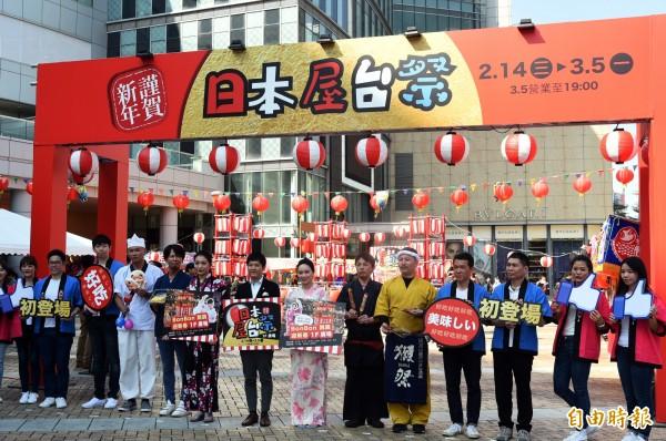 高雄漢神巨蛋推出「日本屋台祭美食展」,讓你不用飛日本就能吃到道地日本美食。(記者張忠義攝)