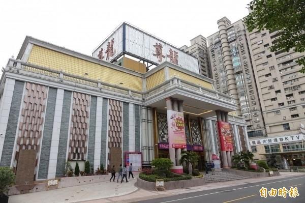 賴姓男子經營的尊龍KTV酒店等三家營業場所,A走的電費高達2900萬餘元。(資料照)