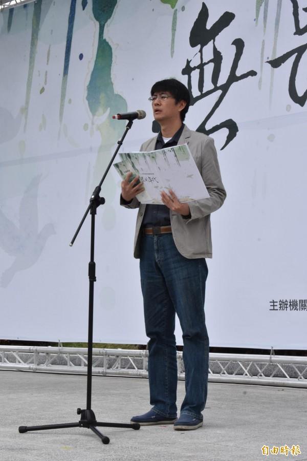 詩人李長青朗誦「二十八日,在二月」新詩。(記者張瑞楨攝)