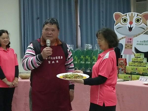 大安區農會舉辦「大安蔥」上菜活動,邀請主廚用青蔥為主要食材,烹煮成美味佳餚。(台中市農業局提供)