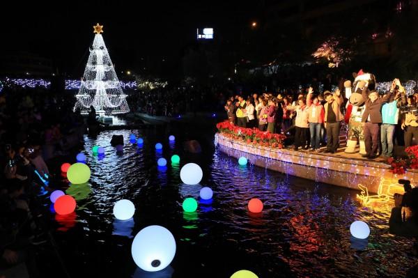 柳川光景藝術將於4日截止,還沒看的民眾要把握最後兩天機會。(水利局提供)
