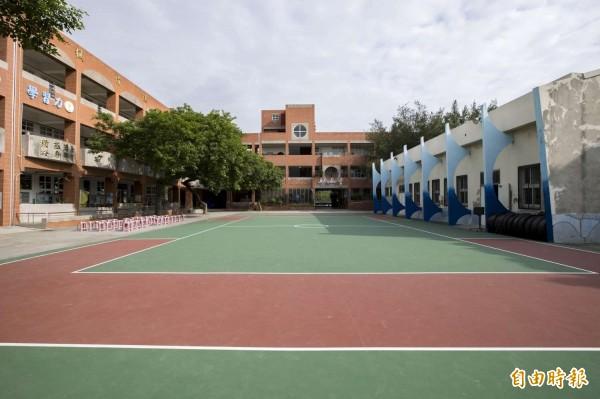 操場變彩色了!新竹市政府這幾年投入經費進行市轄學校操場和球場整建,提供學生更安全的運動場地,很多學生都說好開心,更好跑了。(記者洪美秀攝)