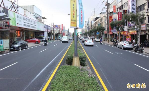 中壢環中東路全路段路平工程進入尾聲,沿線道路變平整、煥然一新。(記者李容萍攝)