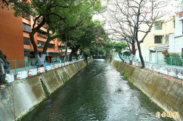 市府目標是在109年底完成綠川全流域整治。(記者歐素美攝)