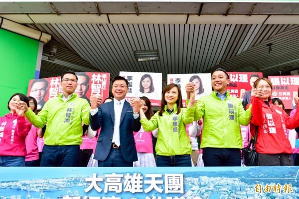 高市議員參選人林智鴻今在立委趙天麟陪同下登記參選。(記者陳文嬋翻攝)