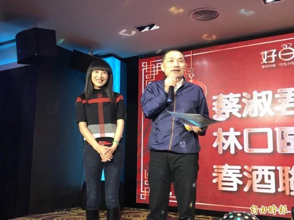前新北市副市長侯友宜(右)今中午拜訪新北市議員蔡淑君。(記者葉冠妤攝)