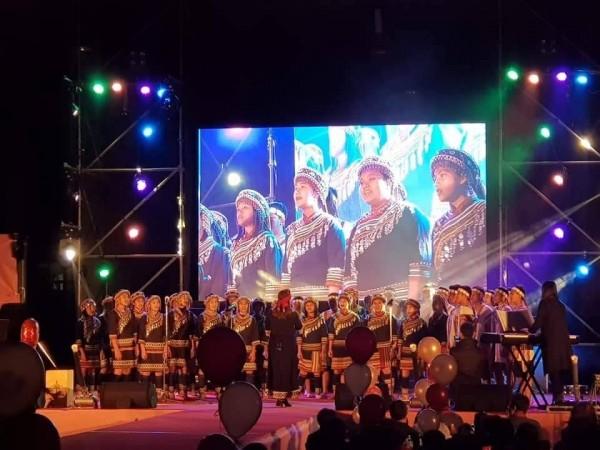 為一圓到維也納替聯合國獻唱的夢想,民和國中濁岸合唱團積極商演,盼籌到出國旅費。(民和國中提供)
