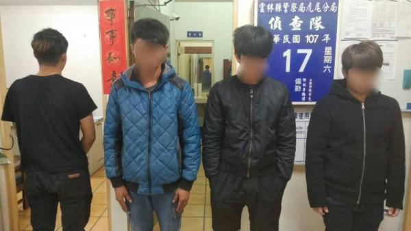 虎尾警方逮獲4名到土庫鬧事的年輕男子,其中1人未成年。(記者廖淑玲翻攝)
