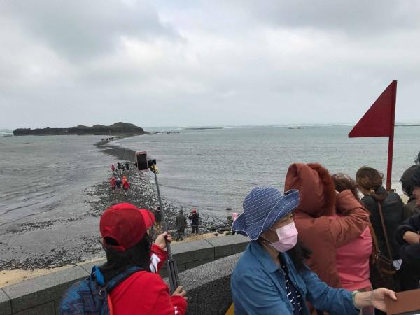 摩西分海紅旗升旗,就是禁止人員進入。(Tsung-Lin Li提供)